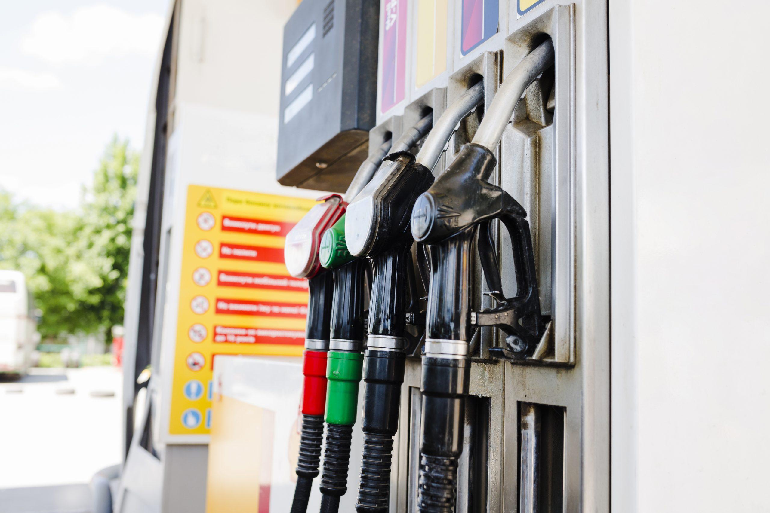 bomba de gasolina no posto de gasolina